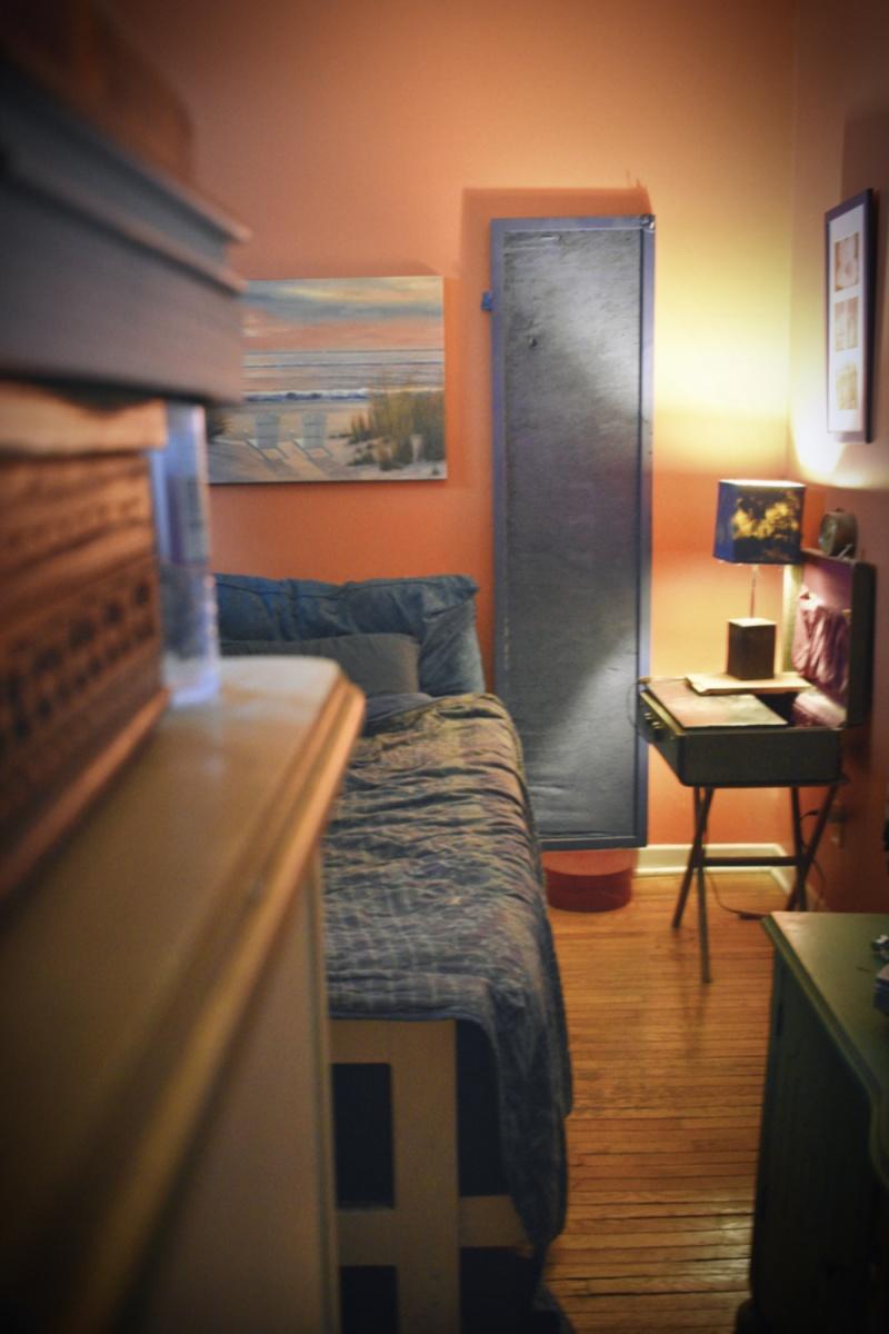 Orange walls with ultramarine bedroom - thetemenosjournal.com