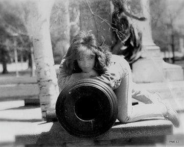 BealArt Girl With Canon - Victoria Park, London, Ontario, Canada - thetemenosjournal.com