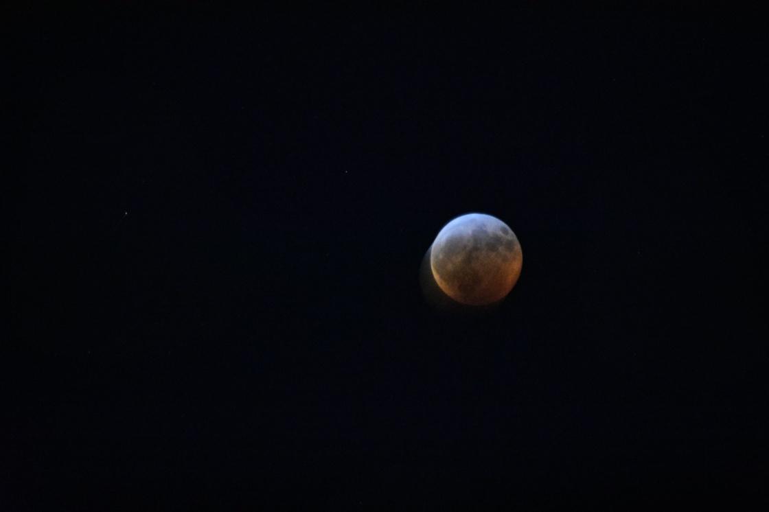 blood moon eclipse January 21, 2019 @ 12:09am